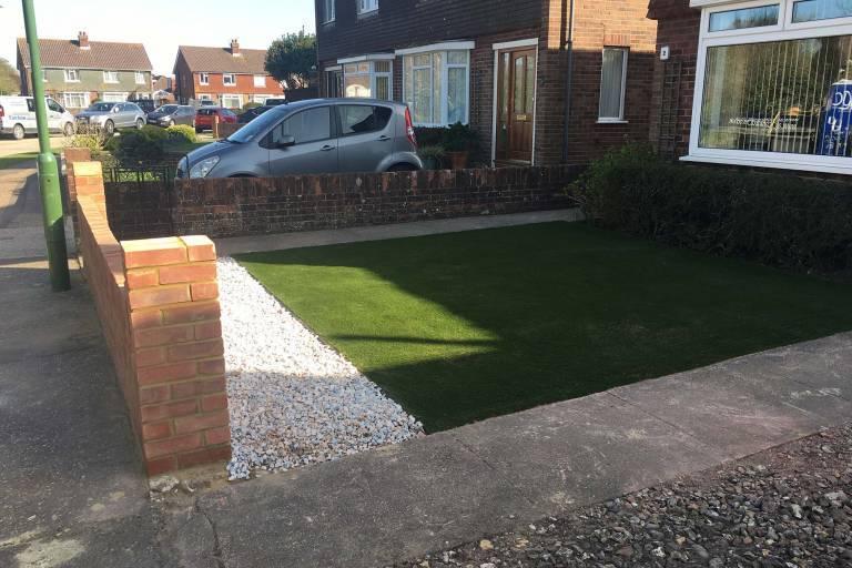 new-garden-wall-and-artificial-grass-1231.jpg