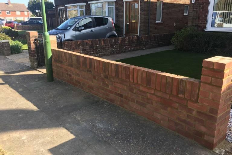 new-garden-wall-and-artificial-grass-9661.jpg