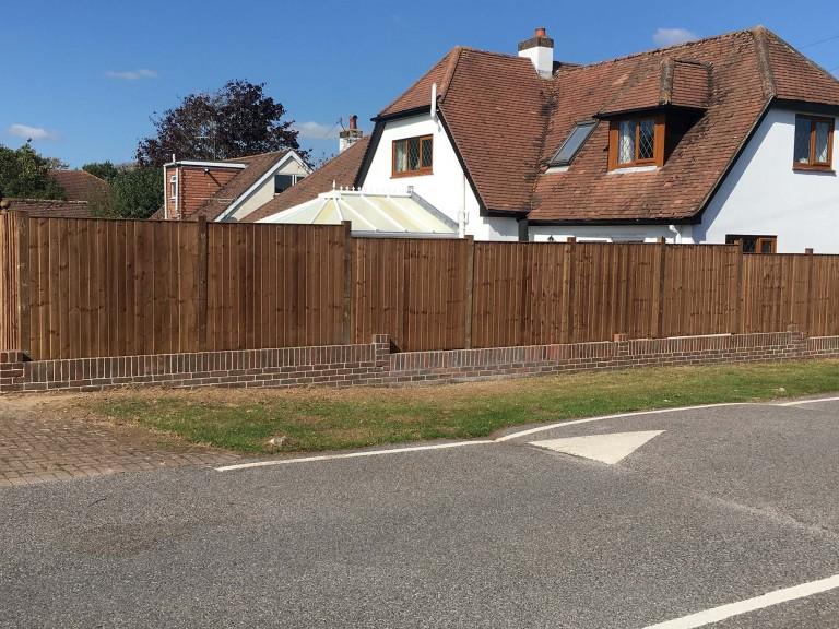 closeboard-fencing-with-brick-wall-base-3393.jpg